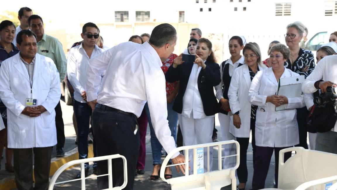 ENTREGA QUIRINO 40 CAMAS AL HOSPITAL GENERAL DE CULIACÁN.