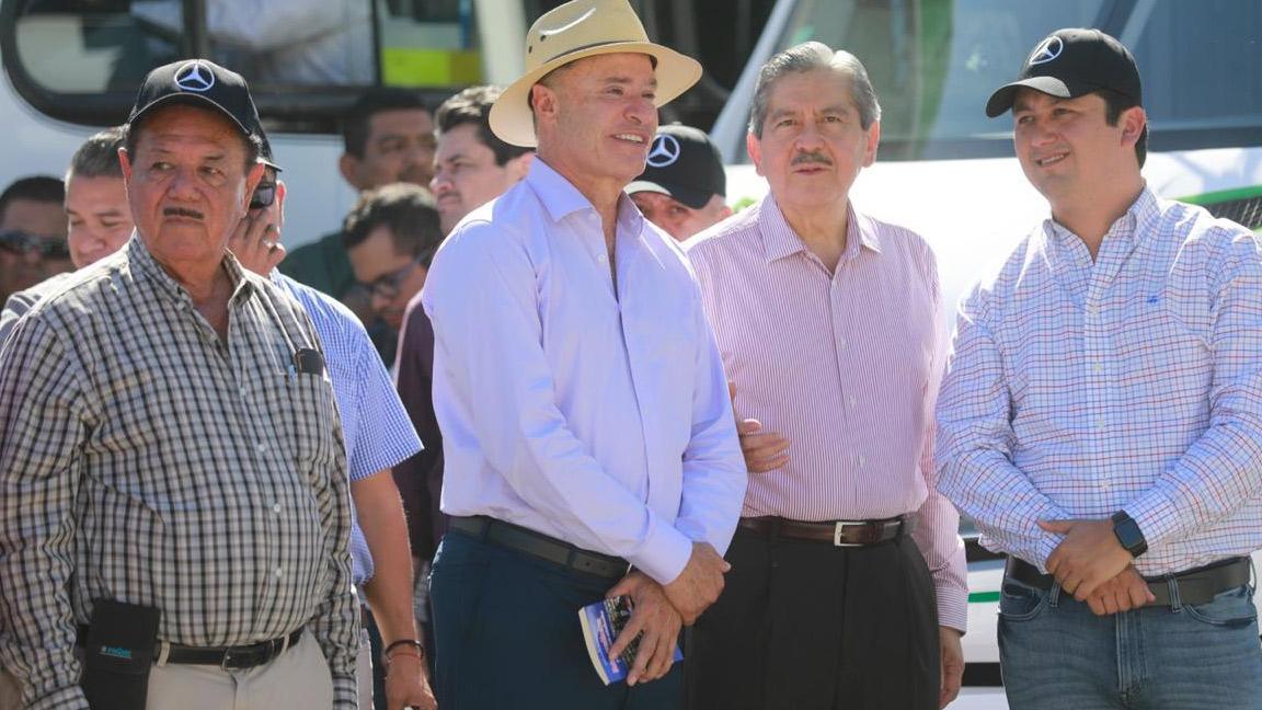 ENTREGA QUIRINO SEGUNDO PAQUETE DE CAMIONES URBANOS.