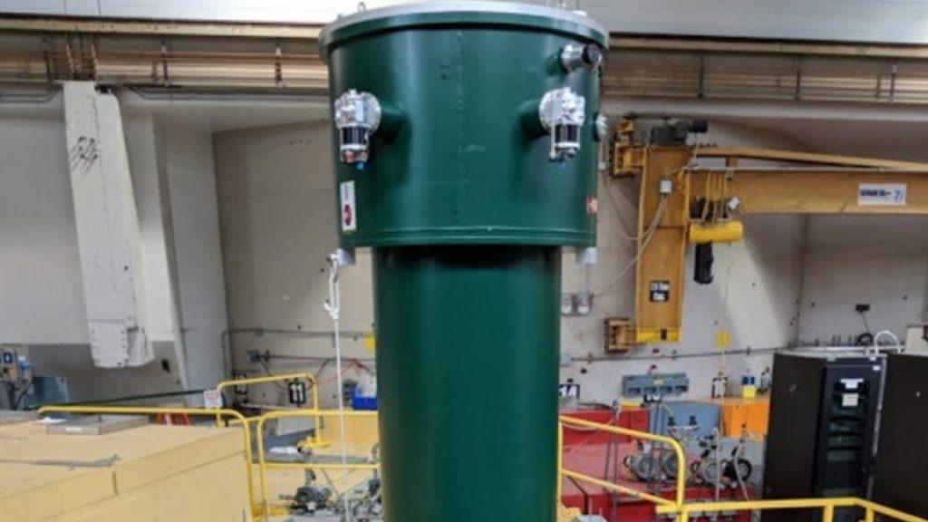 Espectrómetro de 7 metros para realizar el experimento con neutrones / Twitter Leah Broussard