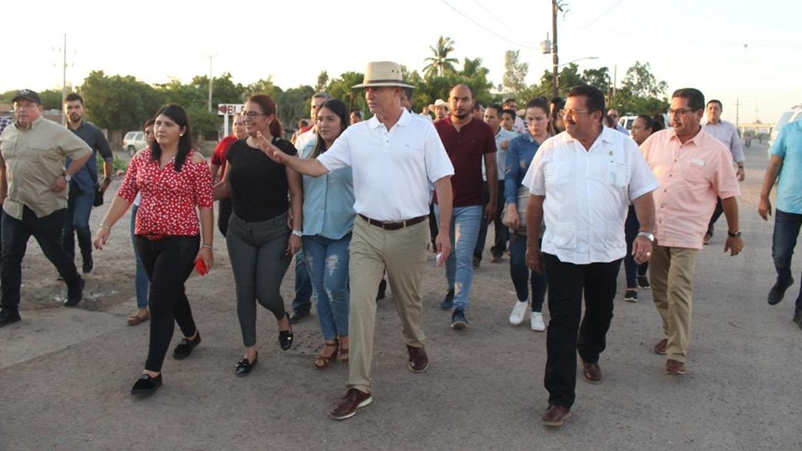 EN NAVOLATO EL GOBERNADOR ACUDE A LA SINDICATURA DE BENITO JUÁREZ.