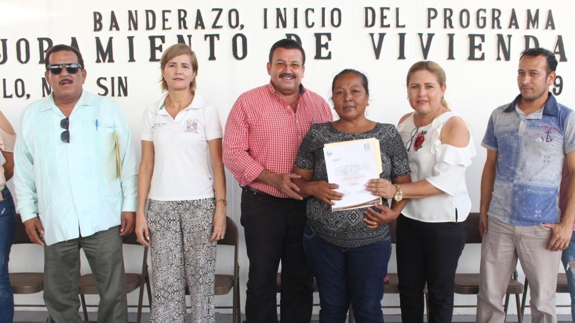 ALCALDE DE NAVOLATO AHORA LLEVA CUARTOS Y TECHOS A FAMILIAS DE SATAYA Y ÁNGEL FLORES