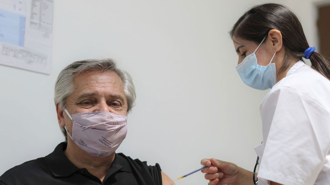 PRESIDENTE DE ARGENTINA SALE DEL HOSPITAL TRAS CONTAGIARSE DE COVID